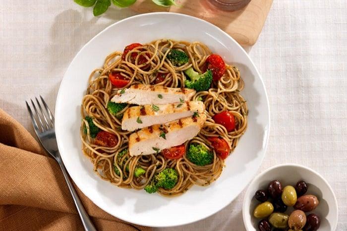 Whole Grain Spaghetti with Cherry Tomatoes, Marinated Chicken Breast and Pesto